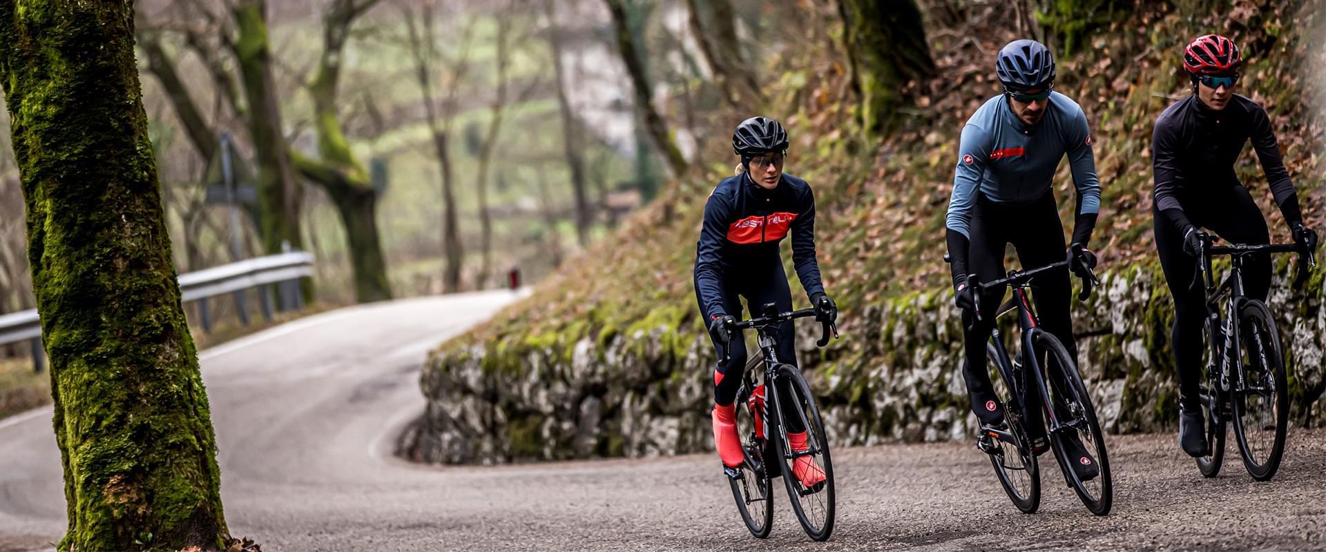 Scopri gli ultimi arrivi di abbigliamento ciclismo online per pedalare anche in inverno.